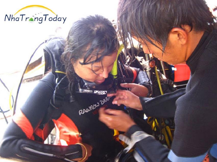 Hướng dẫn chọn đồ lặn biển Nha Trang thích hợp